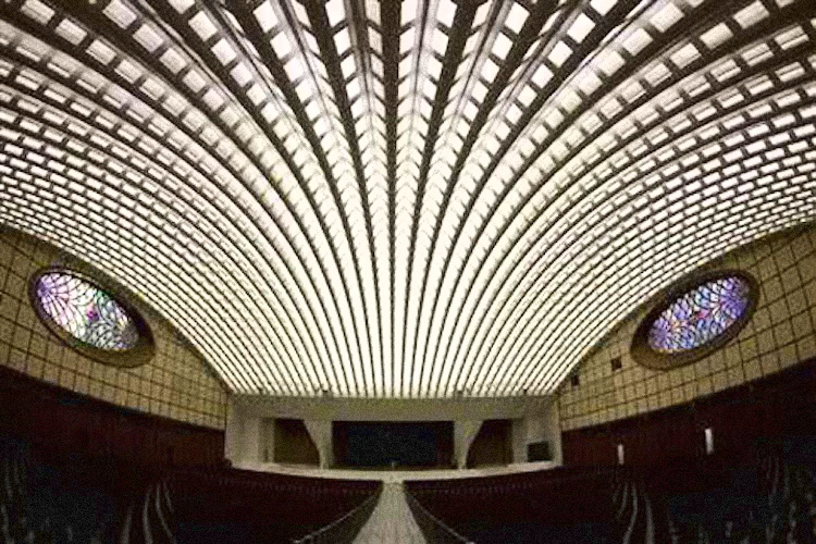 INSIDE THE POPE'S REPTILIAN AUDIENCE HALL IN VATICAN CITY