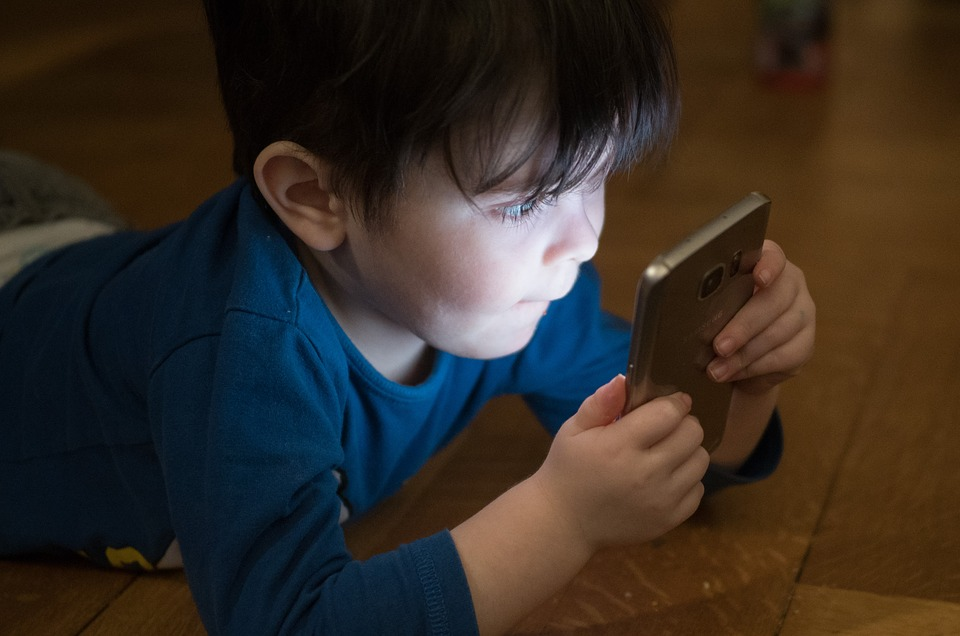 Growing Epidemic Among Smartphone Users: Temporary and Permanent Screen-Induced Blindness