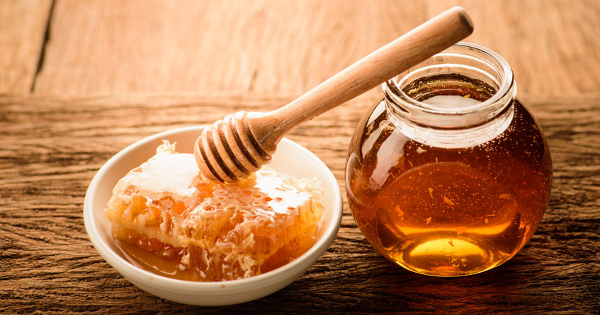 Five Therapeutic Effects of Honey in Treating Wounds and Infections